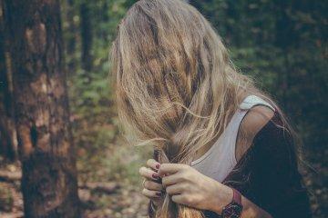 Calvície feminina: queda de cabelos nas mulheres e os fatores emocionais
