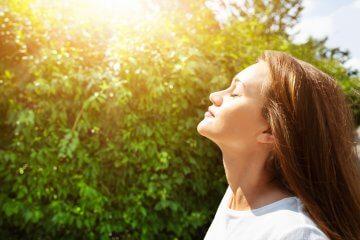 Exercício de respiração consciente para amenizar o estresse