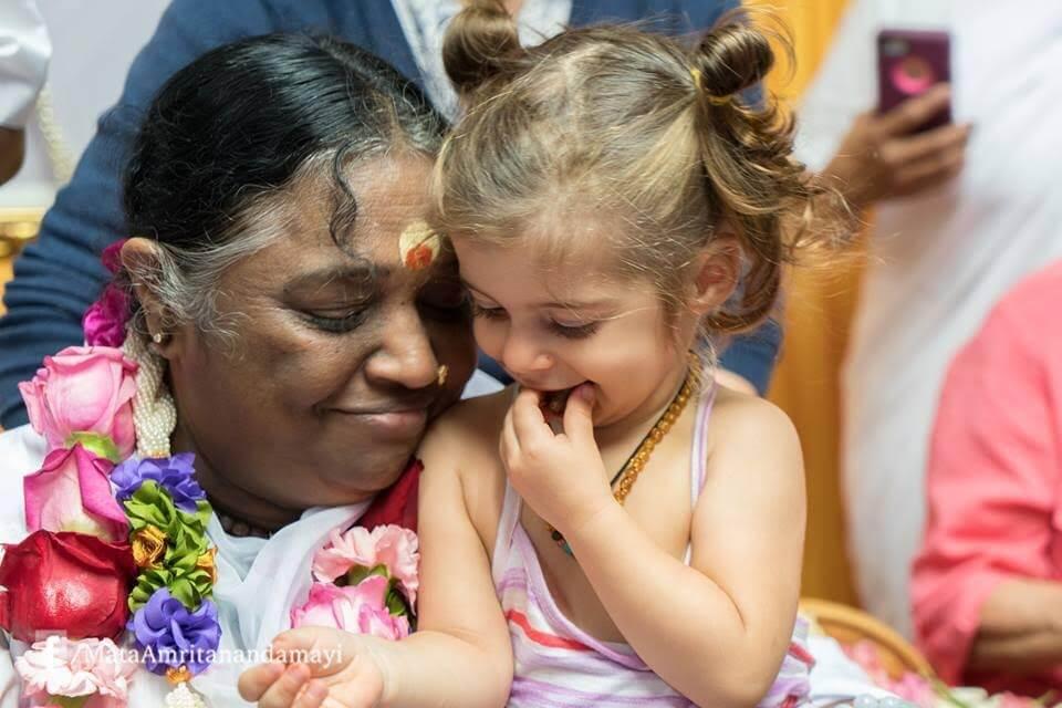 Guru do abraço: encontrei a mulher que abraçou mais de 34 milhões pessoas