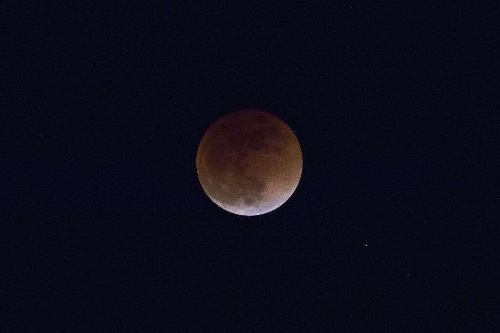 Semana começa com eclipse lunar; veja as previsões astrológicas