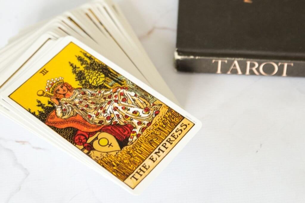 Carta de Tarot de Outubro: A Imperatriz