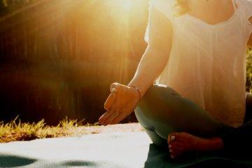 Como meditar: dicas para evitar desconforto e esvaziar a mente
