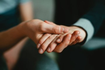 Ajuda ou Autossacrifício? Como apoiar alguém de forma respeitosa