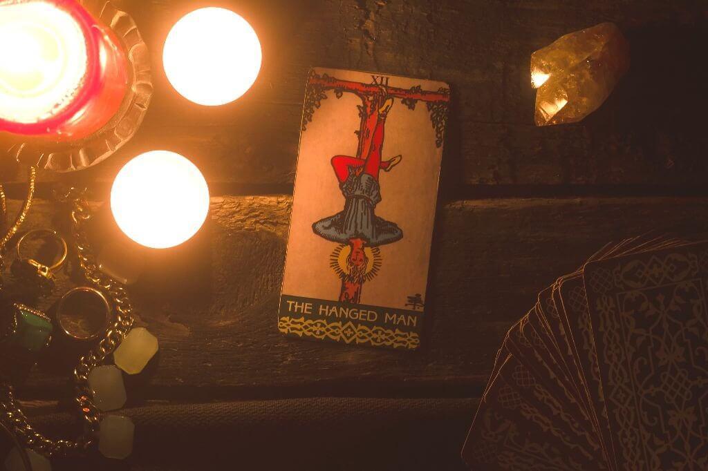 Carta de Tarot para março: O Pendurado