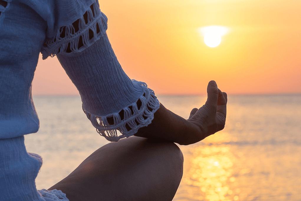 Vídeo-aula de Iyengar Yoga: como fazer o Bharadvajasana