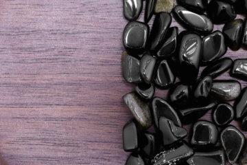 Obsidiana: o que é, como usar e significado da pedra