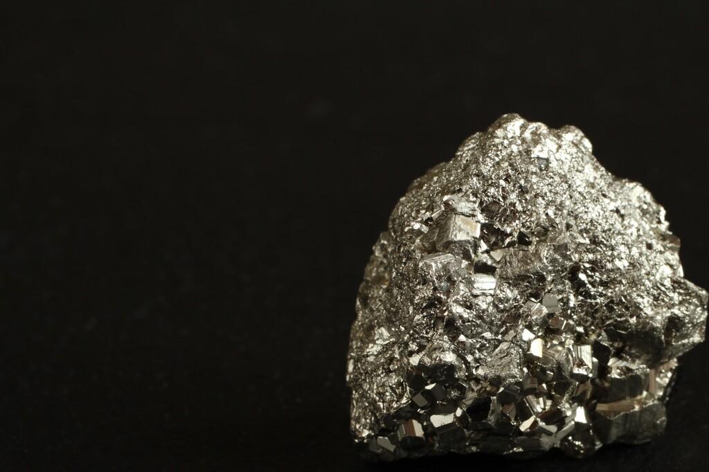 Pirita: significado da pedra e como usar para atrair prosperidade
