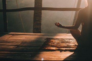 Meditação para acalmar: como reduzir a ansiedade em 1 minuto