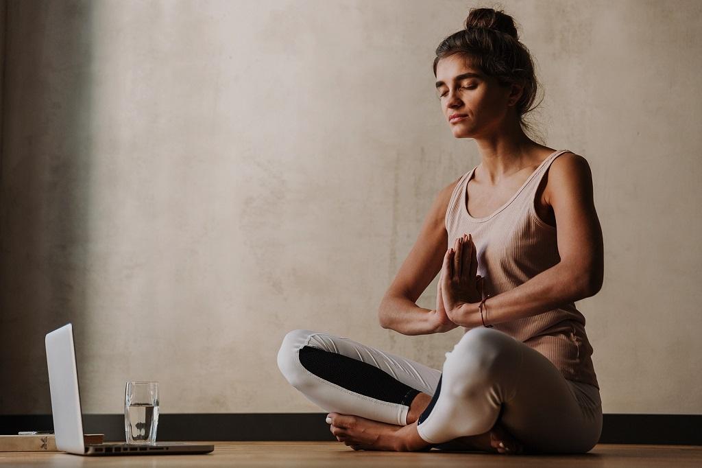 Tudo sobre meditação guiada: benefícios e como fazer